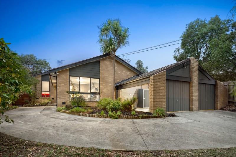 Photo of 27 Ashburton Drive, MITCHAM VIC 3132 Australia