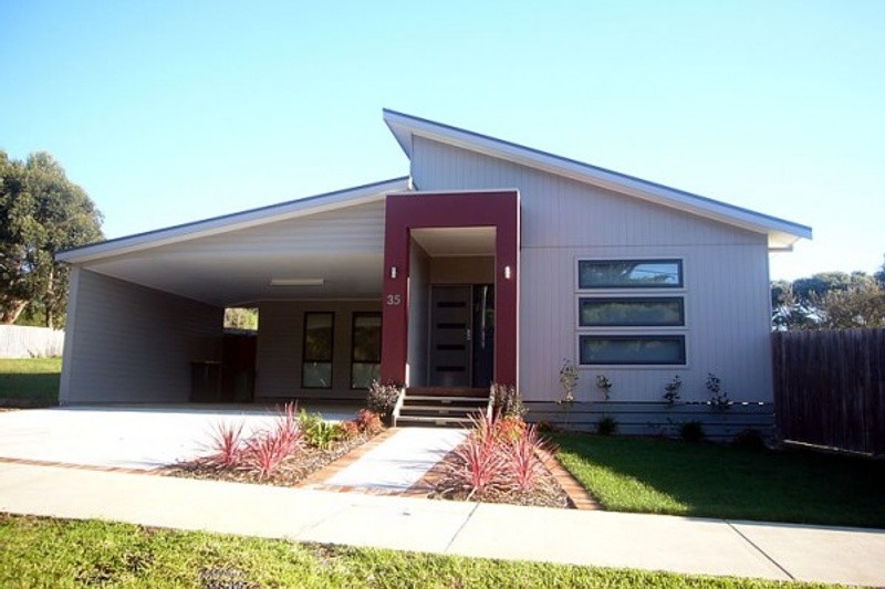 3 beds, 2 baths, 2 cars, 19.75 square facade