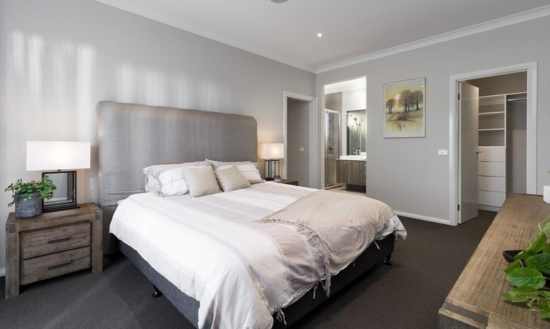 5 beds, 2 baths, 2 cars, 33.95 square interior
