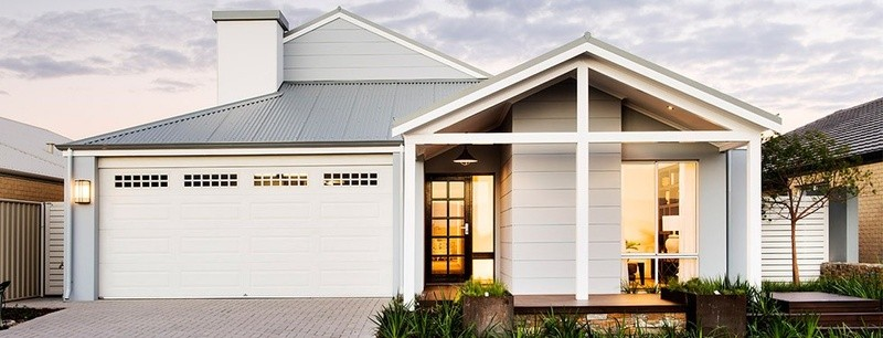 Single storey The Long Beach House by Commodore Homes
