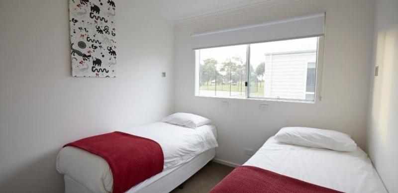 3 beds, 2 baths, 0 cars, 15.40 square main