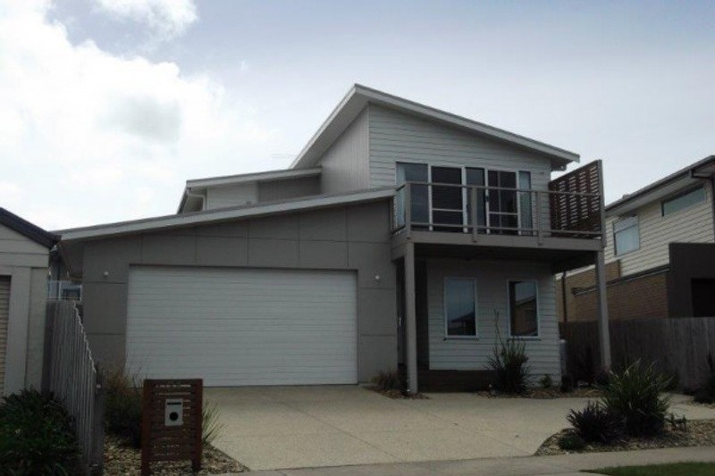 3 beds, 2.5 baths, 2 cars, 27.40 square facade