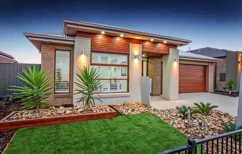 Single storey Contemporary House by Mimosa Homes