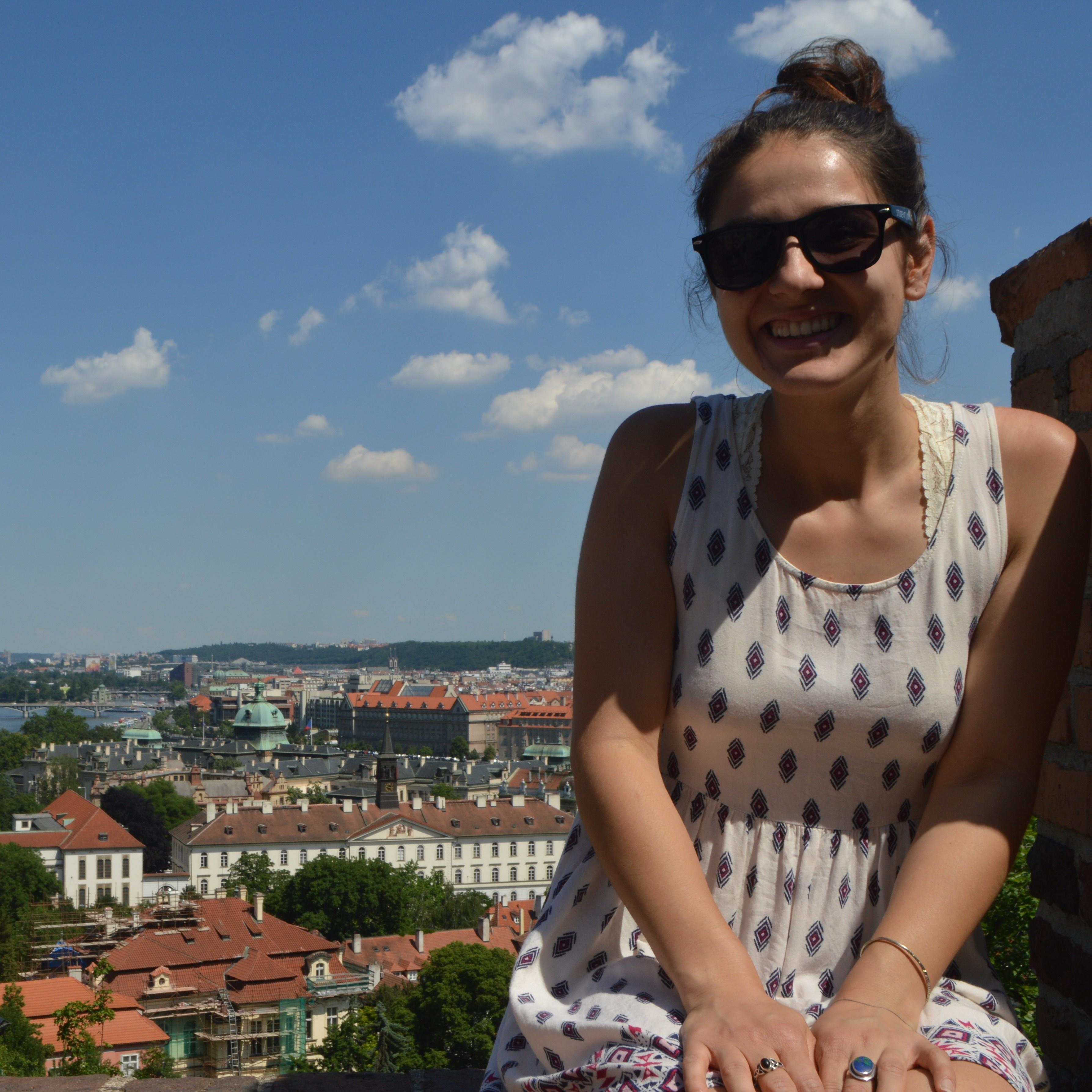 Lora Neshovska