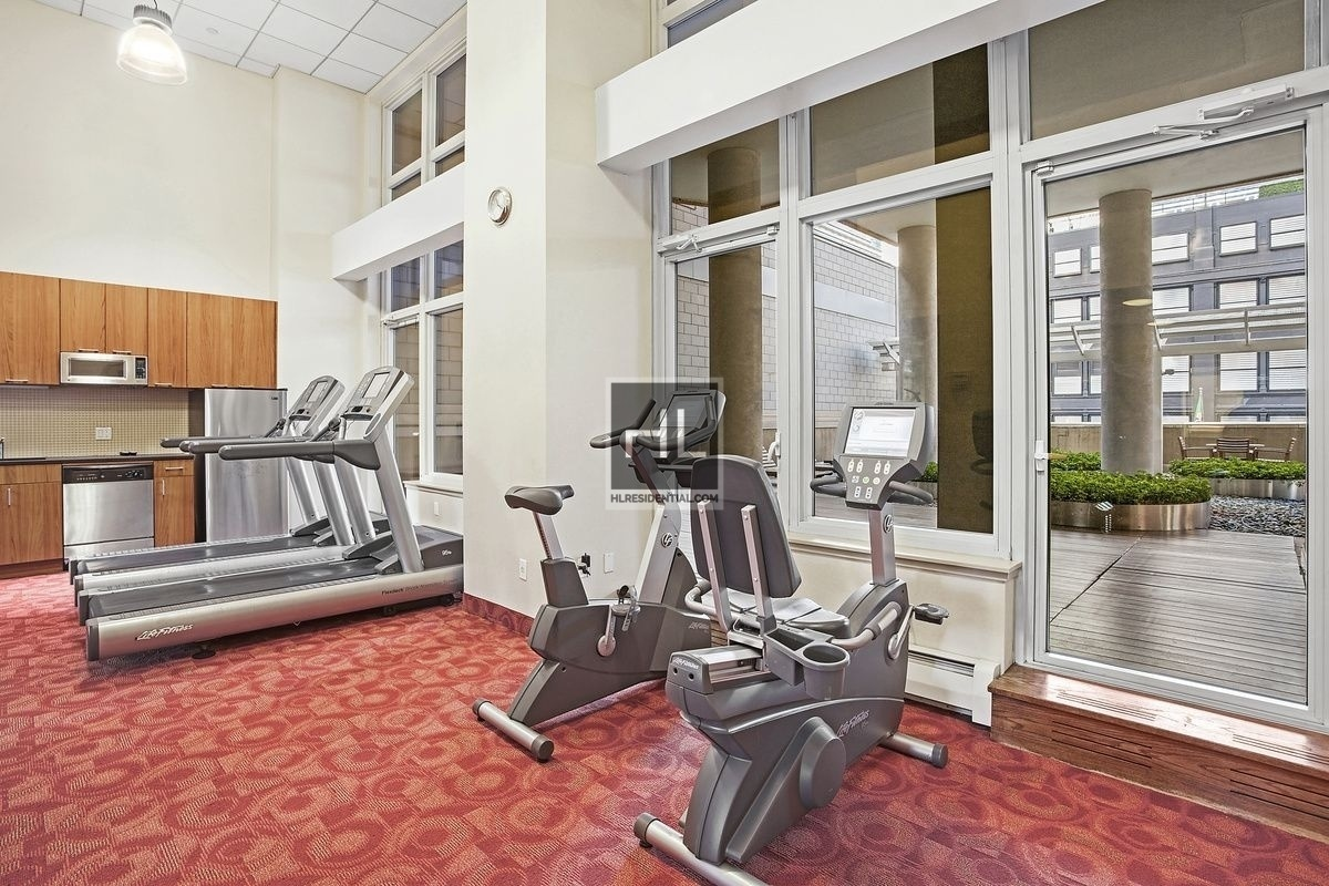 Spectacular condo rental no broker fee w d ssa gym doorman