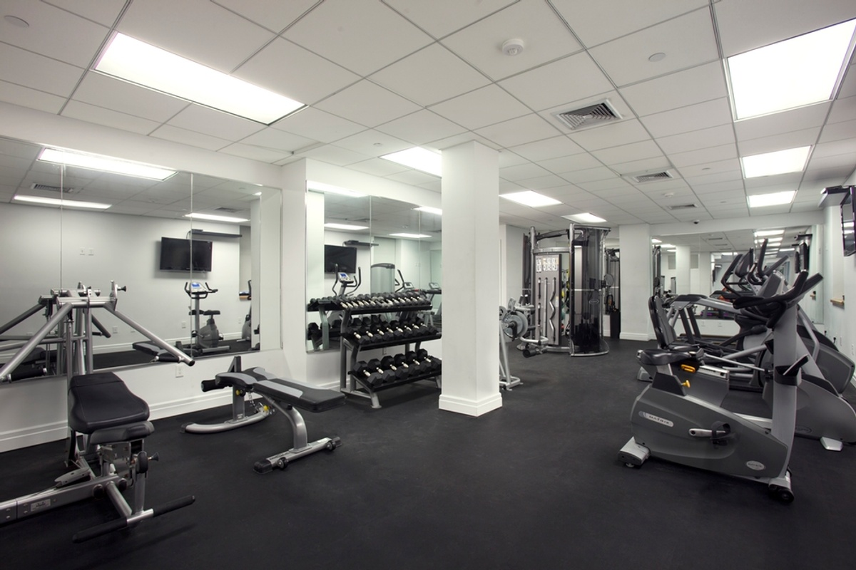 Spacious 2 Br 2 Ba Washerdryer Gym Rooftop Expansive Layout